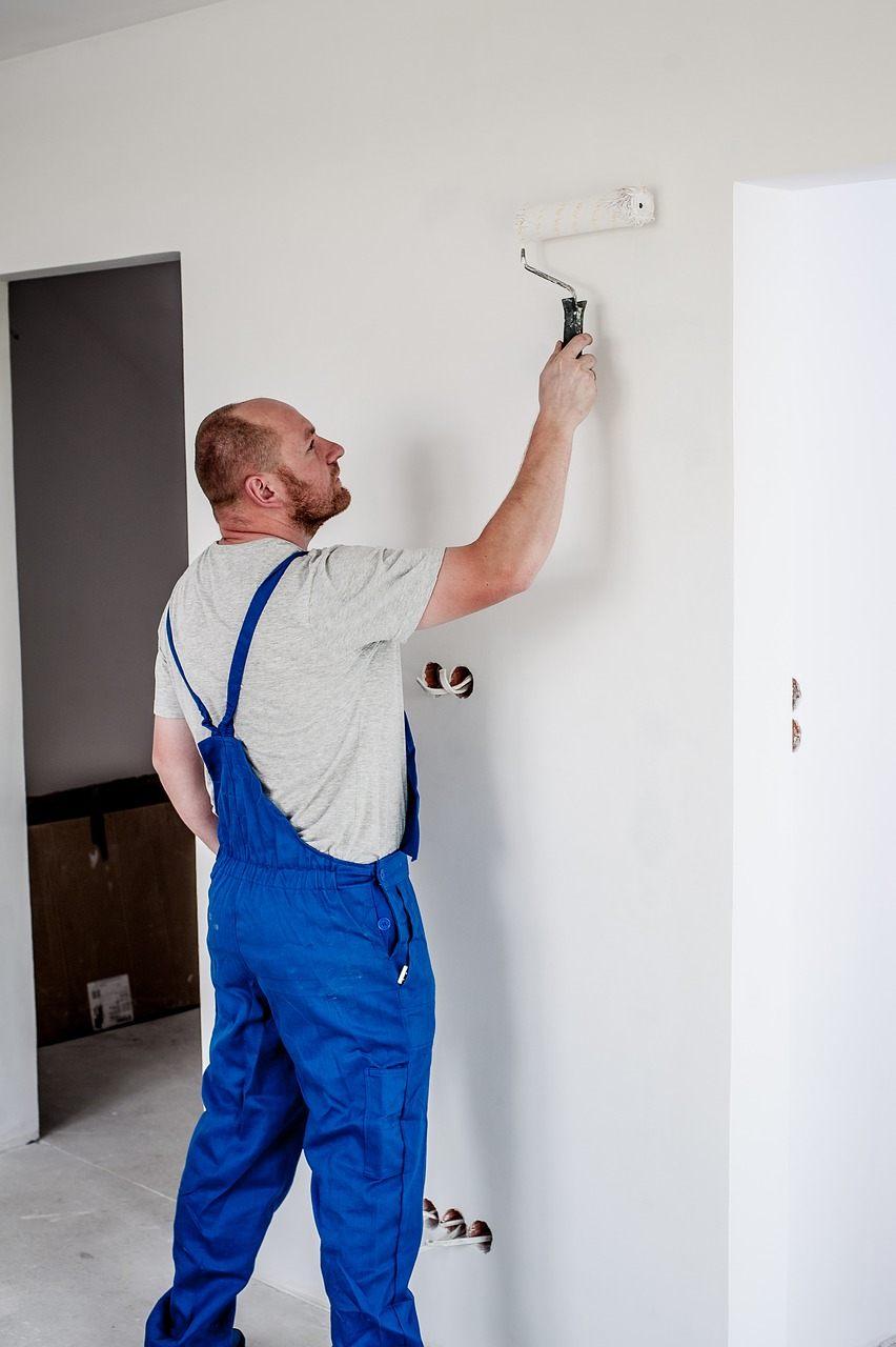Flotte vægge og lofter med hjælp fra en dygtig maler