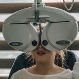 Hvad sker der under en øjenundersøgelse?